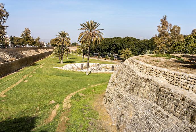 1fe77f9792f60d13b5116cdae0f4fc9a-venetian-walls